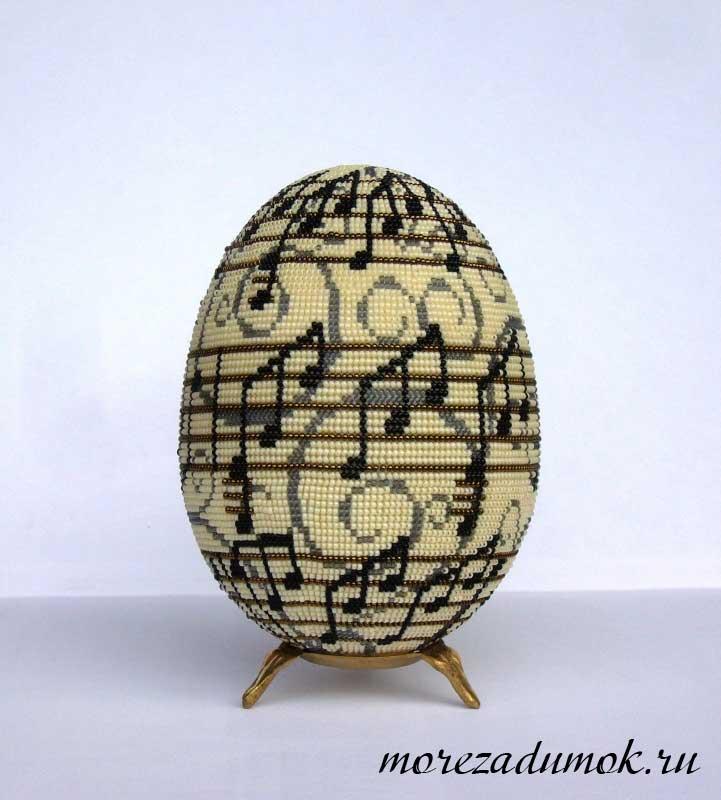 пасхальное яйцо оплетеное бисером