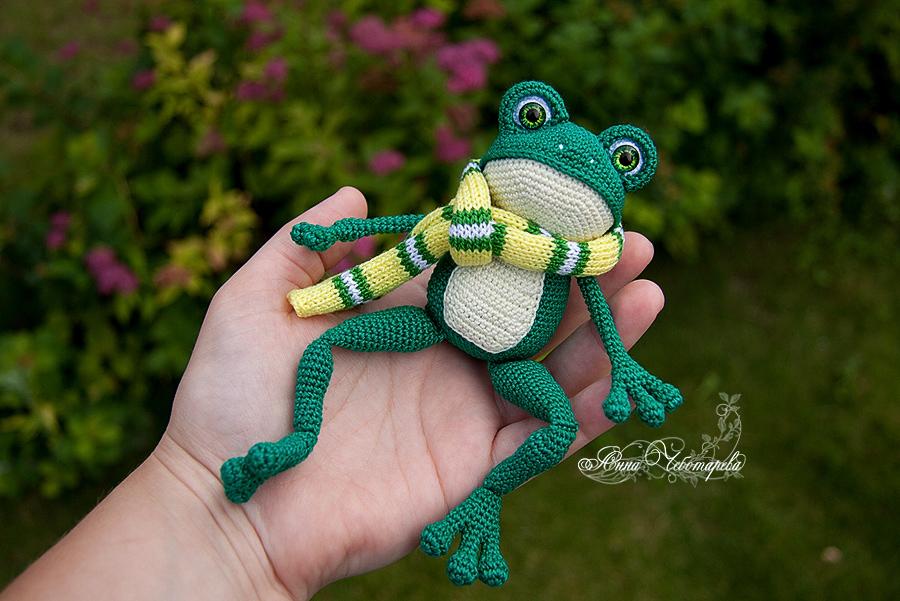 вязаная лягушка