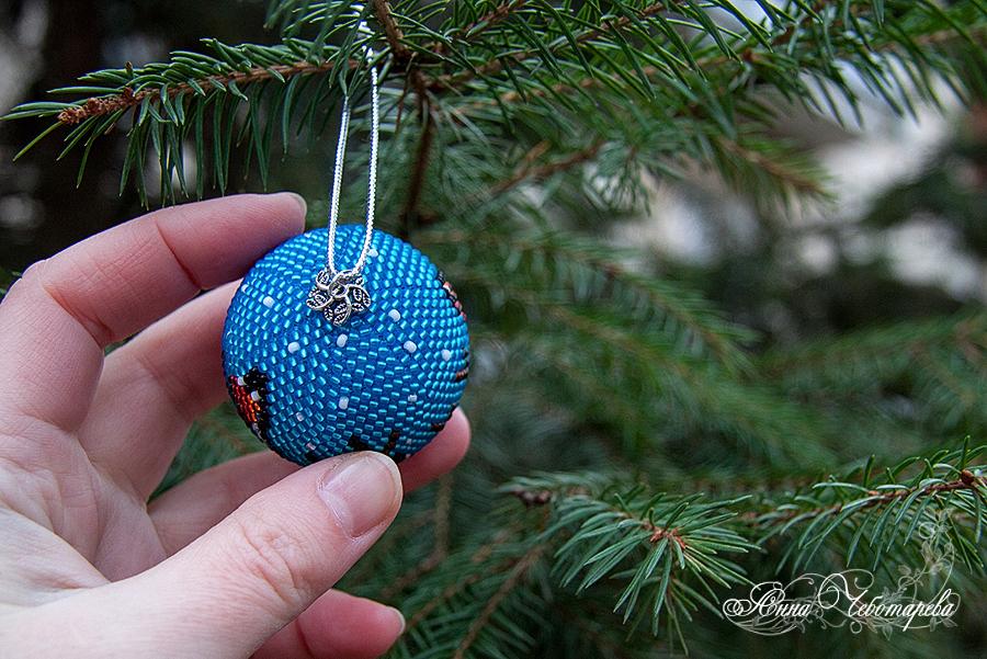 шарик на елку из бисера