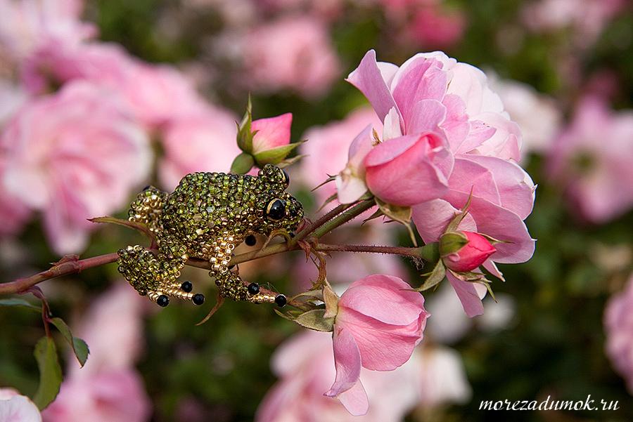 Handmade frog brooch