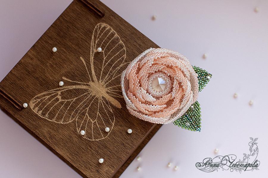 Brooch rose beaded