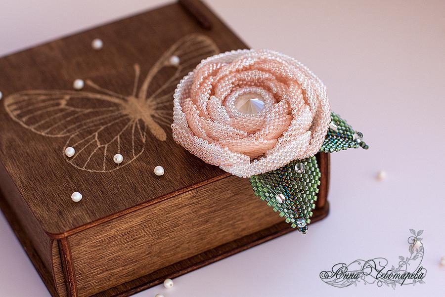 Роза с кристаллом